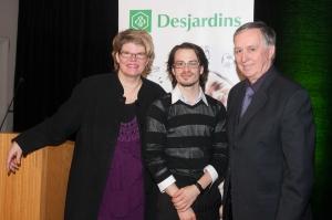 Rachel Doyon avec Romain Pollet et M. Bertrand Péloquin, représentant de Desjardins.